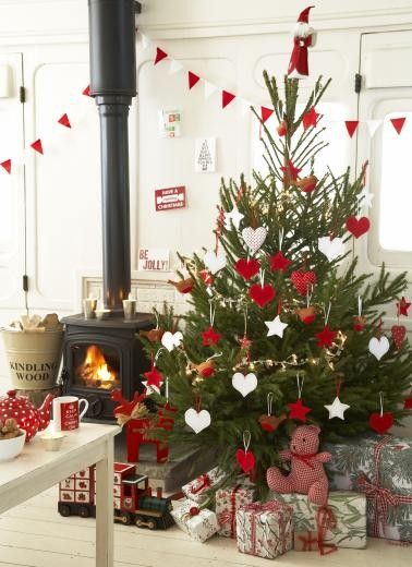 Red & White Christmas Decor: