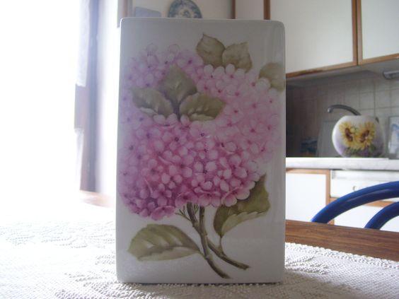 vaso di porcellana con ortensie - dipinto a mano Nanda