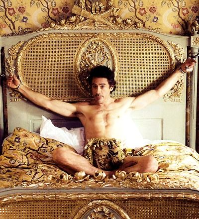 ~Beneath this pillow lies the key to my release~ RDJ - Sherlock Holmes.