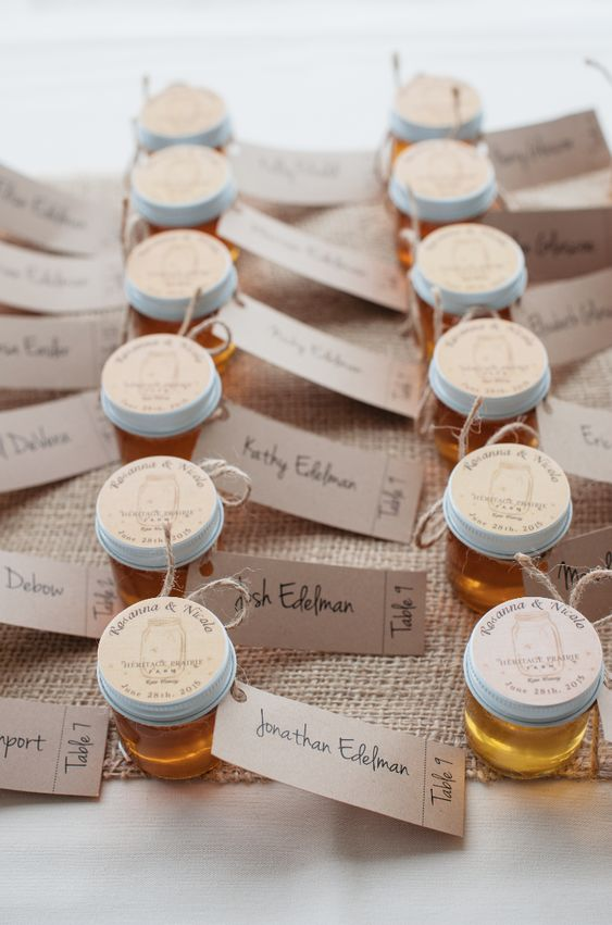 Personalized honey favors. Gorgeous wedding favors with the escort cards attached. Photography by @missymiller