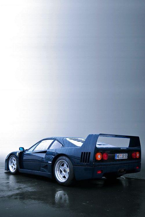 Ferrari F40 (rear)  HTTP://HartWieGranit.com