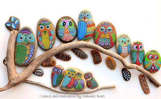 Pedras pintadas com motivos de corujas. Que lindo!