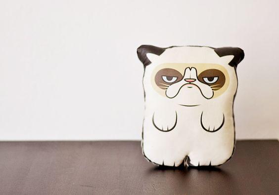 A Grumpy Cat |  Kissen | Stofftier von Canufactum auf DaWanda.com