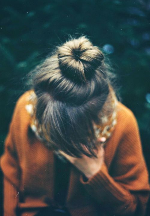 bun + bangs... cute photo.