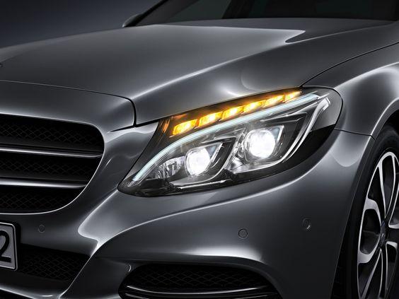 Der Vergleich: LED High Performance Scheinwerfer zu LED Intelligent Light System der neuen C-Klasse - C-Klasse Vertrieb