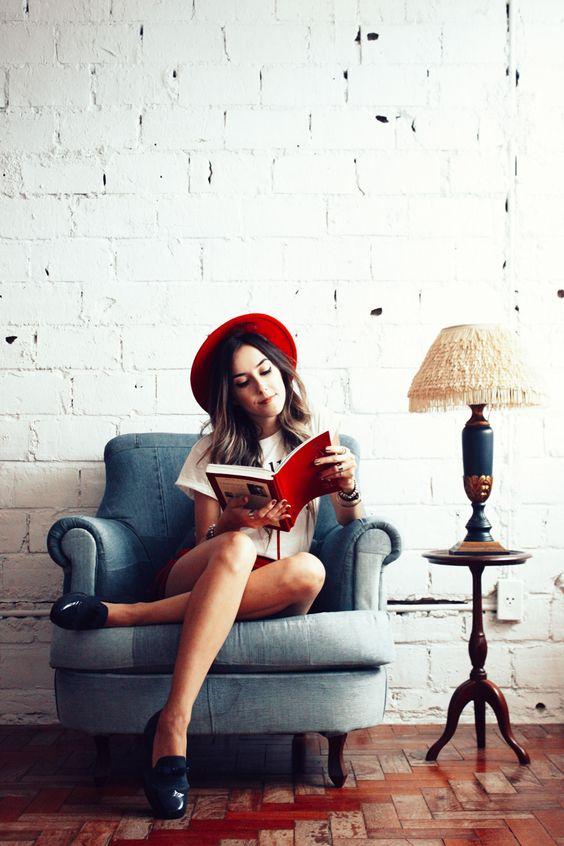 Look du jour com uma inspiração que já é clássica por aqui: navy! Amo essa combinação de azul marinho e vermelho, especialmente se vem com listras como é o caso dessa saia linda daFront Row. Já que a saia é mais justinha optei por usar uma tshirt básica mais soltinha. Amo balancear quando tem umaContinue Reading: