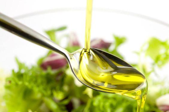 #TipsSaludables: El aceite de oliva ayuda a prevenir enfermedades cardiovasculares y mantiene nivelado el colesterol, bajando las tasas de colesterol malo, e incrementando las del bueno. #aceite #oliva #colesterol #cotizaimprenta #salud