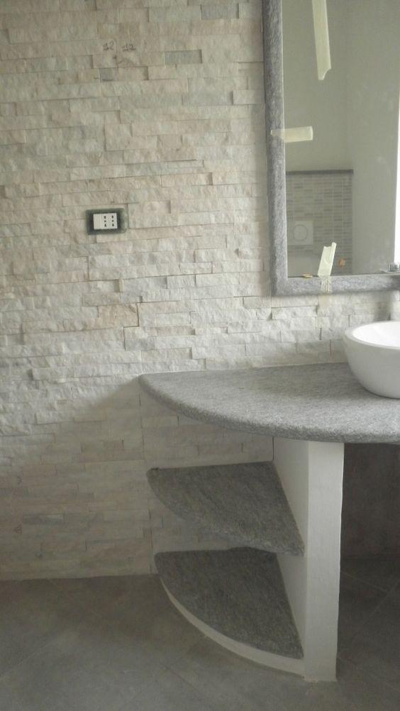 """top bagno in pietra di luserna """"spazzolata"""", rivestimento parete in marmo cristallino bianco # ..."""