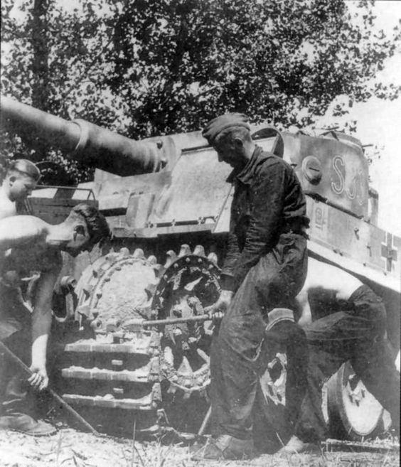 Panzer VI Tiger code S33 of Schwere Panzerkompanie SS-Panzer Regiment 2 Das Reich Eastern Front