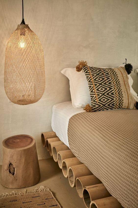 dormitorios-matrimonio-estilo-tribal-muebles-de-madera-lámpara-de-cáñamo