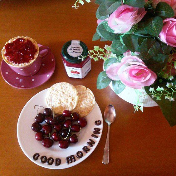 G o o d  M o r n i n g ☕ #buongiorno #coffee #healthy #fit #fresh #fruits #cherries #gallette #raspberries #jam #roses