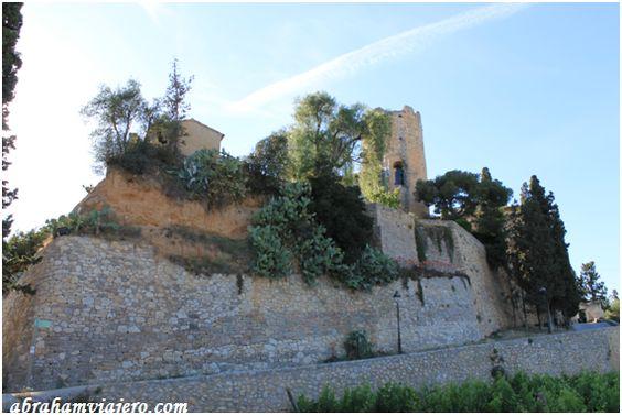 El Castell de Ribes, también conocido como Castell de Bell-lloc, es una contrucción que data del siglo X. Se encuentra ubicado sobre un escarpado montículo, junto a la riera de Ribes, en la salida del núcleo urbano de Sant Pere de Ribes en dirección a...