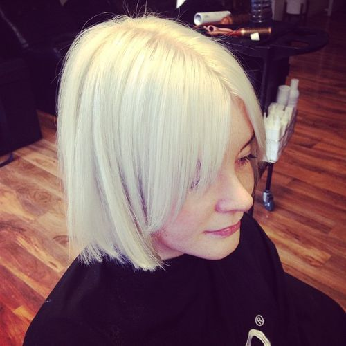 Messy Platinum Blonde Wavy Textured Lob With Fringe Curtain Bangs And Shadow Roots The Latest Hairstyles For Men And Women 2020 Hairstyleology Blonde Hair With Bangs Hot Hair Styles Damp Hair Styles