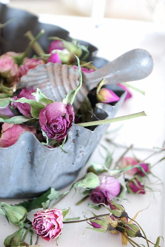 I love the dried roses...