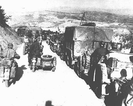 Une colonne allemande en Yougoslavie, en 1941