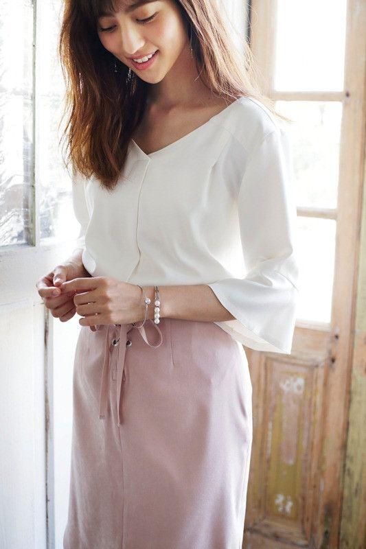 ピンクのスカートの堀田茜