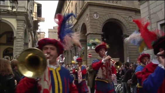 Bandierai degli Uffizi video  Read more about the flag-bearers of Florence in Italy here: http://www.touritalynow.com/blog/bandierai-degli-uffizi-of-florence