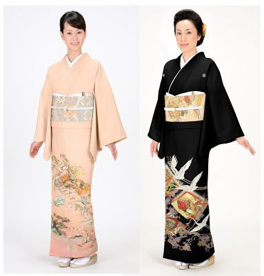 "Hanami: Types of Kimono - Tomesode. kurotomesode and irotomesode. Kurotomesode, meaning ""black tomesode"", is worn solely by married women, usually mothers and grandmothers of the couple in a marriage. Irotomesode, or ""color tomesode"", can also be worn by unmarried women, usually close relatives to the marrying couple in a wedding. It can be considered as formal as the kurotomesode, or a little less formal, if it doesn't have kamon (family crests).:"