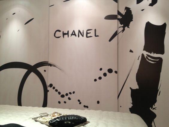 [charme e elegância de Mademoiselle Chanel em detalhes modernos de uma #piqueestampa]