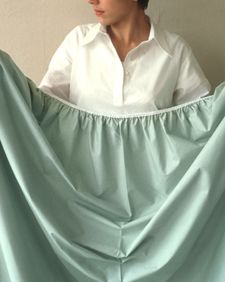 There is a foolproof technique for folding a fitted sheet. These  instructions are for a right-handed person; just reverse them if you're  left-handed.