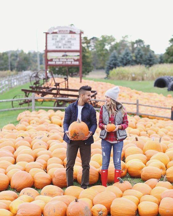 """81 次赞、 4 条评论 - Peyton (@peytonlem) 在 Instagram 发布:""""🎃 10 Fall Dates to Add to Your Bucket List 🎃 tailgates, pumpkin picking and more 🏈 link in bio🔻🔺"""""""