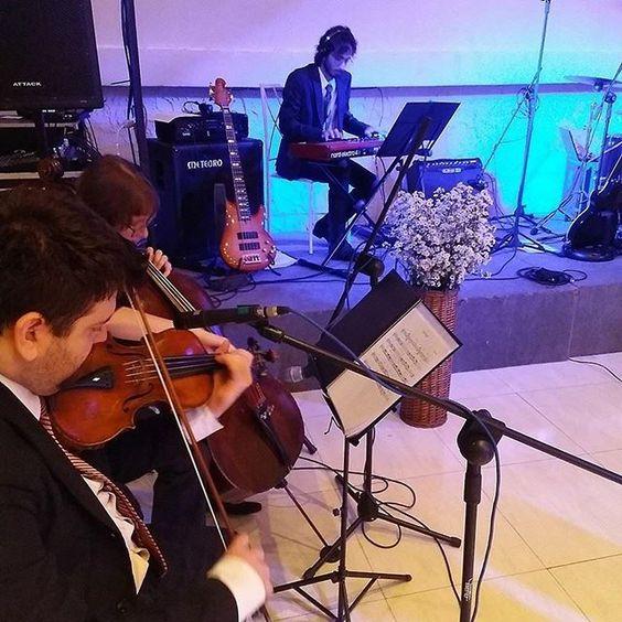 Tá procurando orquestra MARAVILHOSA pro seu casamento? Os músicos da @summerfactory são incríveis, com repertório muito variado e transformam seu sonho em realidade! . Pede seu orçamento aqui ➜ (21) 99766 0472 ou no e-mail: info@summerfactory.com.br