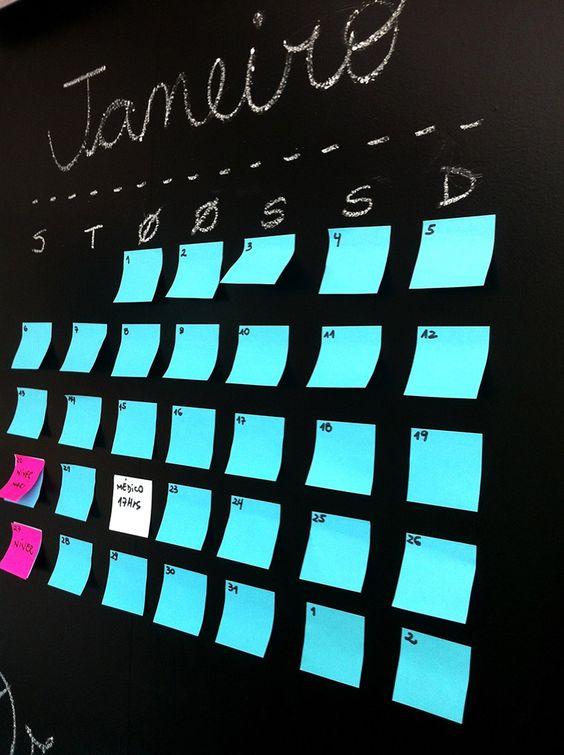 Crie um quadro mensal para visualizar os compromissos e tarefas diários rapidamente
