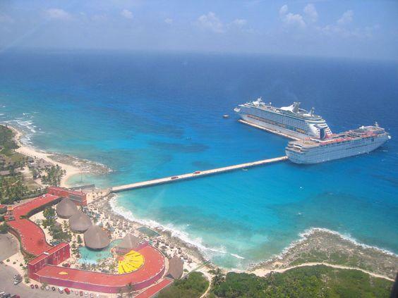 Es la Costa Maya en Mexico. Usted puede visitar los sitios arqueológicos y hacer surf aquí.