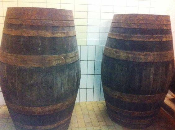 """""""Niepoort"""" Portweinfässer warten auf die Füllung."""