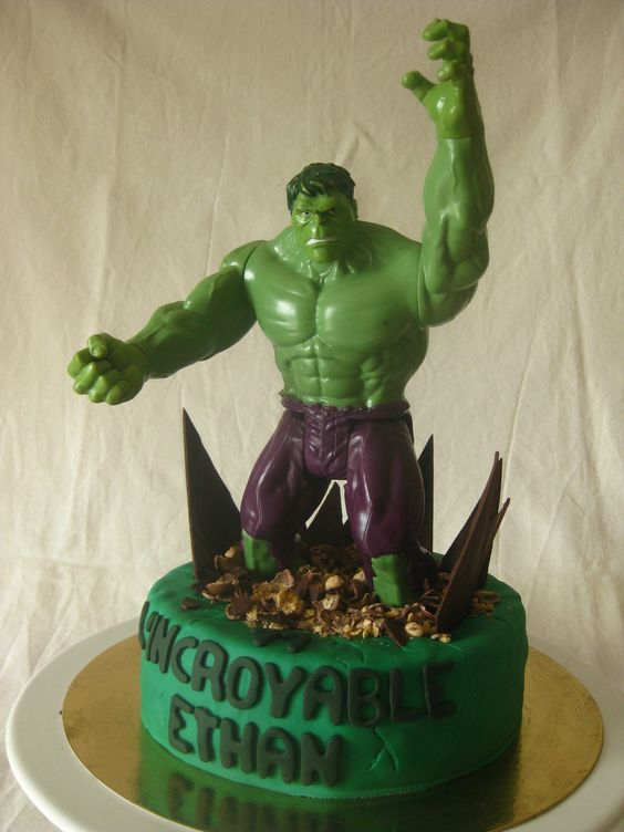 Birthday cake for a huge fan of Hulk !!
