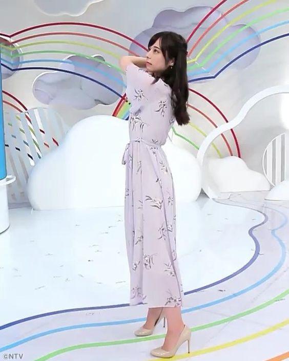 ワンピース姿が可愛い山本萩子アナ