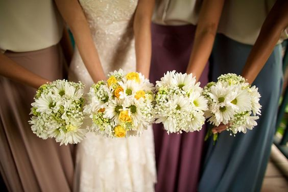 Bride and bridesmaids bouquets -- Anna Kim Photography