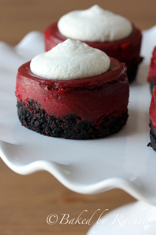 Mini Red Velvet Cheesecake Recipe - bakedbyrachel.com They LOOK like a delicious sin....#redvelvet #cheesecake