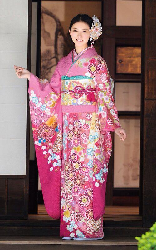 ピンクの着物の武井咲