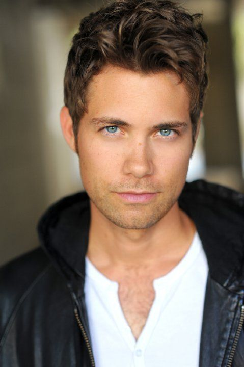 He can sing.  He can dance like there's no tomorrow.  Drew Seeley.