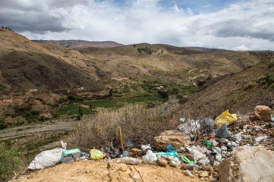 Nos quase 6 meses que viajamos pela América do Sul, testemunhamos que um dos maiores problemas dos países de terceiro mundo é o LIXO. É incrível a quantidade de lixo jogado na natureza. Abismos, le...