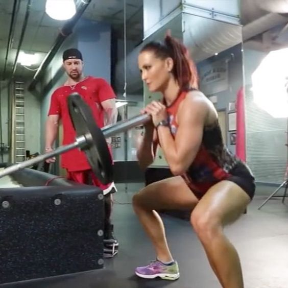 Here's a good leg day finisher: landmine squats, stairs, and lunges..3 rounds! #erinstern #lifetimenatural #fitfam #fitness #figure #workout #lean #athlete #nsl #nspiresl #tampa #4ufitness #teamhmb #squat #abs #success #legs