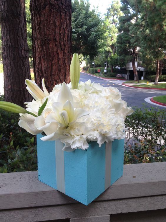 Tiffany Inspired centerpiece by www.TheEventsBoutique.com - Planning-Coordination-Floral Design
