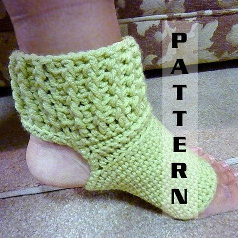 This is a super quick and easy pattern for toeless, heel-less yoga socks. Made with worsted weight yarn, they will cushion your feet and keep your foot warm.