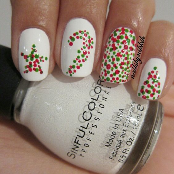 A very simple Christmas dot mani - Using festive colours and OPI 'big apple' - nailsbynikkih...x
