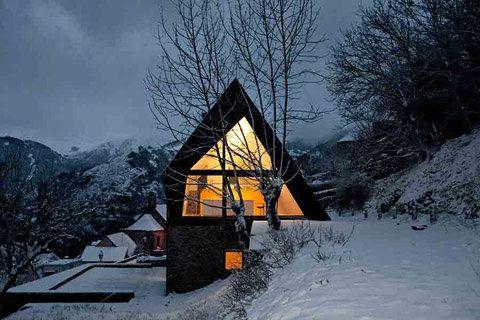 Diseño de moderna casa de dos pisos en los pirineos | Construye Hogar
