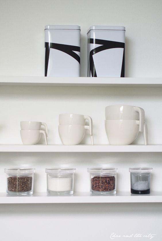 In the kitchen, String Pocket -shelf: http://divaaniblogit.fi/charandthecity/2014/09/11/paulig-presidentti-3d-kahvirasia/