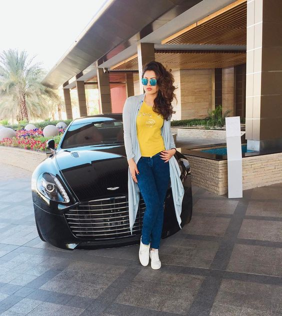 Experiencing endless beauty in the #Sultanate of #Oman. Thank you @astonmartinlagonda . #AlBustanPalace #Muscat #UAE