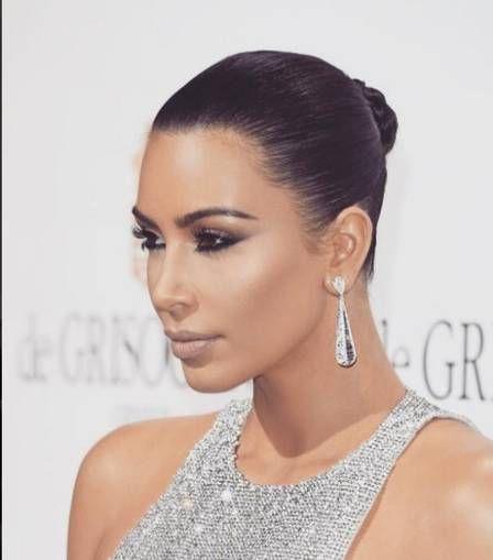 Kim mostra joias valiosas em redes sociais