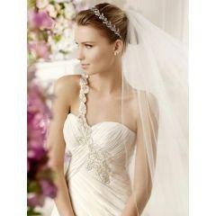 Escotes, espaldas, accesorios para el cabello o velos darán el toque final al look de novia. Pero, ¿cuáles son las tendencias para el año 2013?