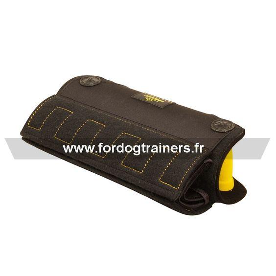 #manchette pour dressage au #mordant, équipée de deux poignées -> 43,40 € - http://fordogtrainers.fr/index.php/boutique/manchettes/manchette-de-protection-canine-mords-moi-detail