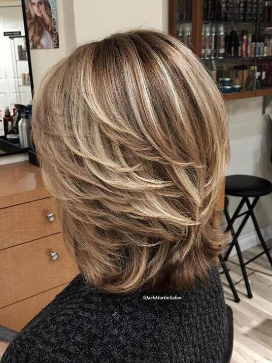 Gorgeous Brown Hairstyles With Blonde Highlights In 2020 Modern Hairstyles Medium Length Hair Styles Hair Styles