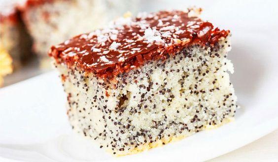 Rezept für einen Low Carb Mohnkuchen: Der kohlenhydratarme Kuchen wird ohne Zucker und Getreidemehl gebacken. Er ist kalorienarm und ...