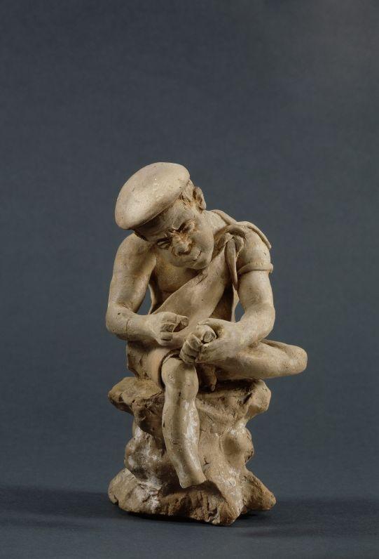 Greek terracotta: Boy with thorn-called.  2 -  2nd half Century BC.      Location: house east of 33 (Turkey / Priene / houses). © Foto: Antikensammlung der Staatlichen Museen zu Berlin - Preußischer Kulturbesitz