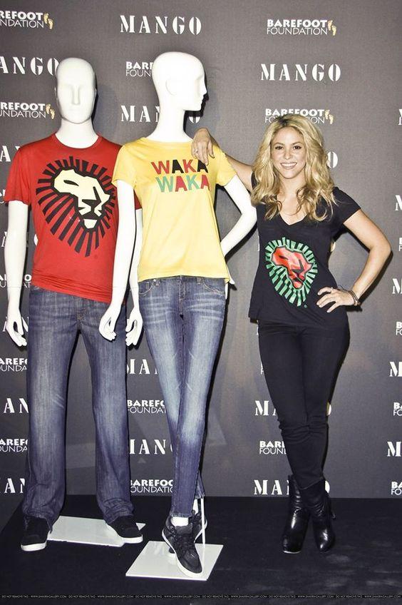(2010, España) Mango y Shakira presentan una línea de camisetas inspiradas en el mundial 2010. ♦ 04/06/2016